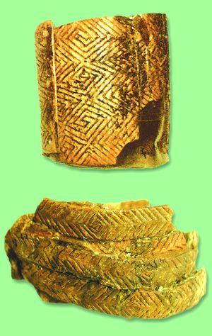 Шумові браслети з пластинок бивня (Мізин)
