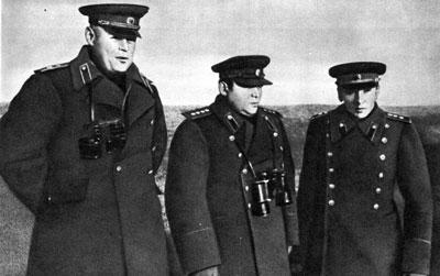 Слева направо: П.С.Рыбалко, И.Ф.Ватутин, К.С.Москаленко. Октябрь 1943 г.